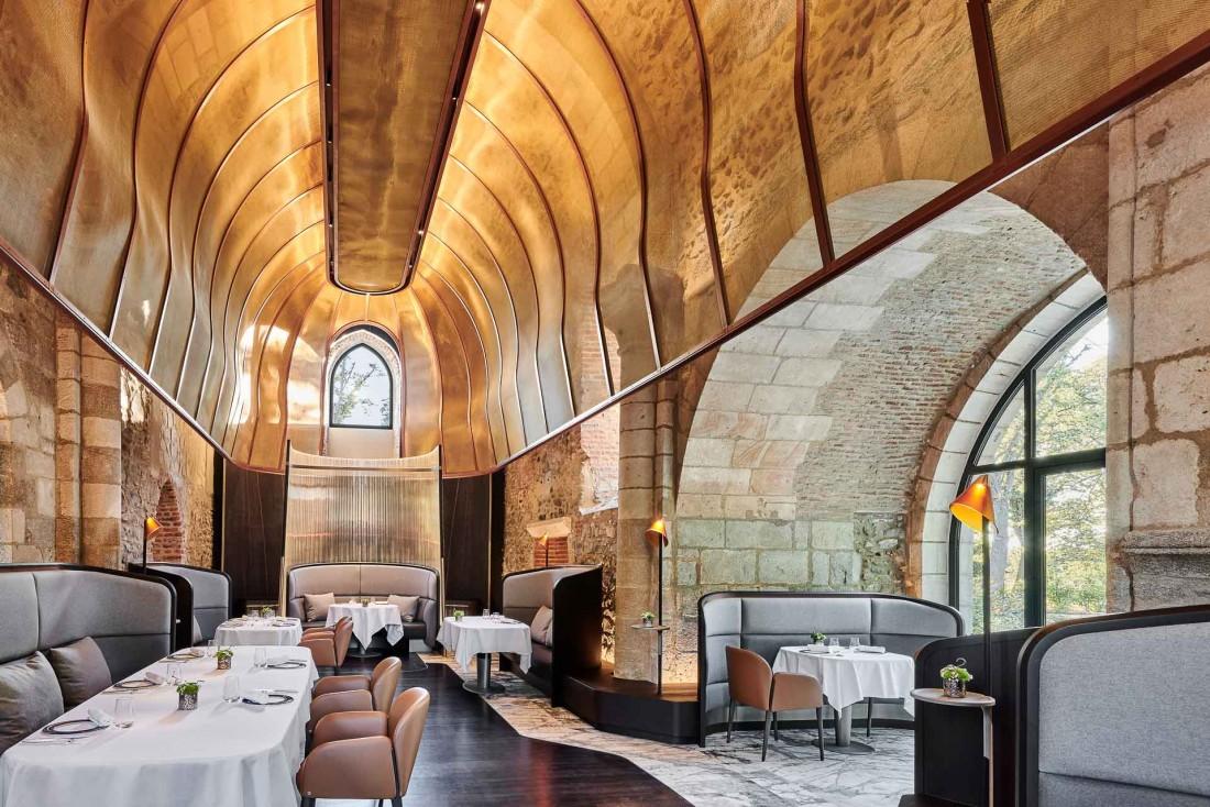 Château Saint-Jean Hôtel & Spa : le décor spectaculaire du restaurant gastronomique La Chapelle © DR