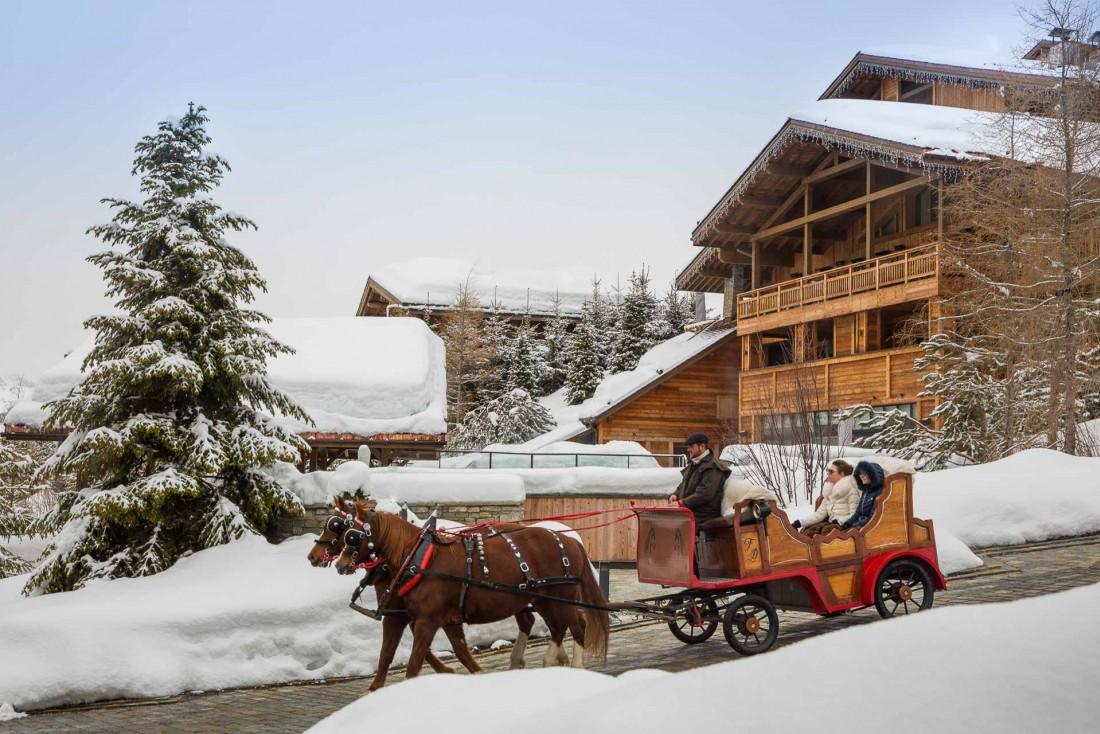 Les traditionnelles calèches de Megève se déplacent jusqu'au Four Seasons,sur les hauteurs du Mont d'Arbois © Four Seasons