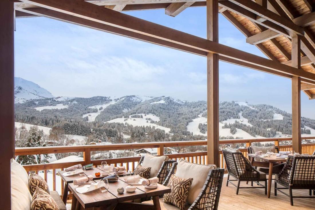 Le 1920, deux-étoiles Michelin, dispose d'une splendide terrasse avec vues sur la vallée © Four Seasons