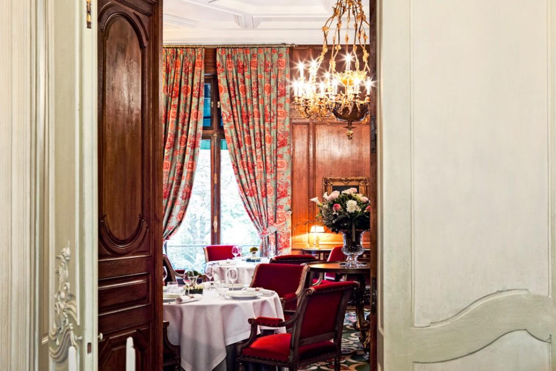 Le Clarence est installé dans un superbe hôtel particulier du XIXème siècle, à deux pas du Triangle d'Or parisien © Le Clarence
