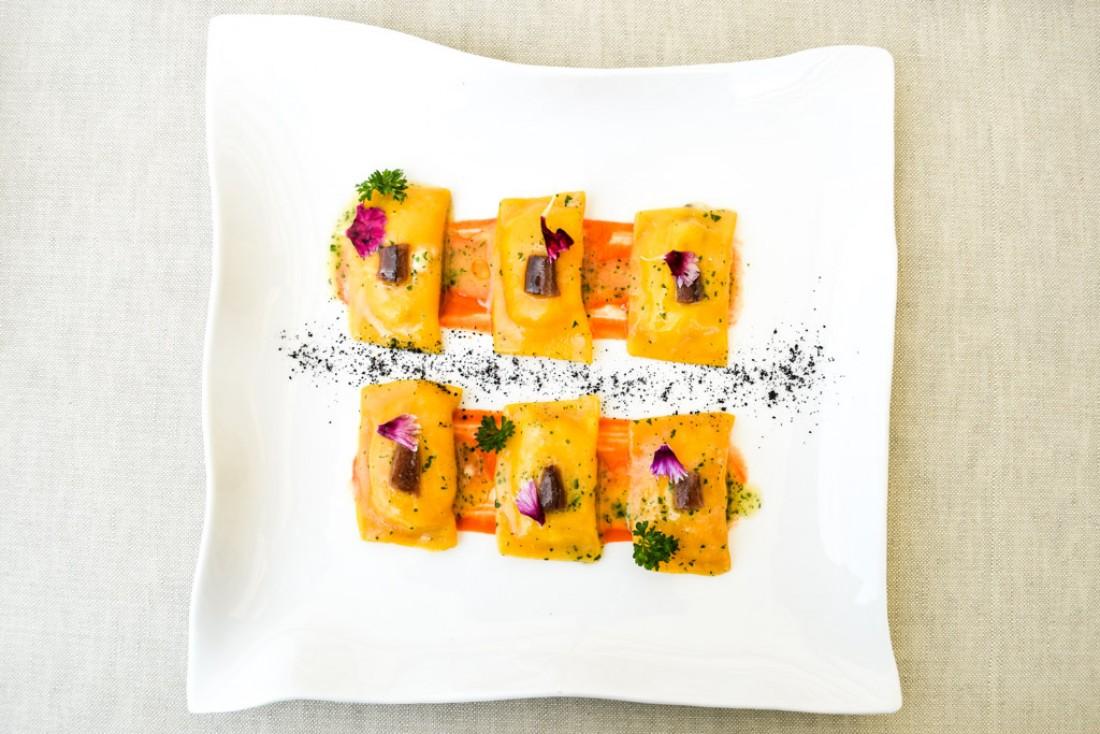Ravioli carottes et anchois servis chez Aroma, restaurant gastronomique avec vue sur le Colisée © Yonder.fr