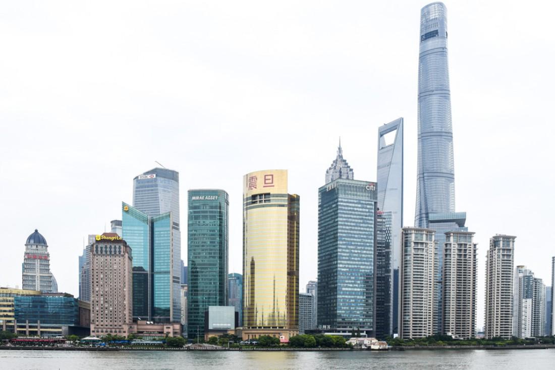 Shanghai et ses gratte-ciels à l'achitecture fascinante : sur la droite, la Tour de Shanghai culmine à 632 mètres ! © Yonder.fr