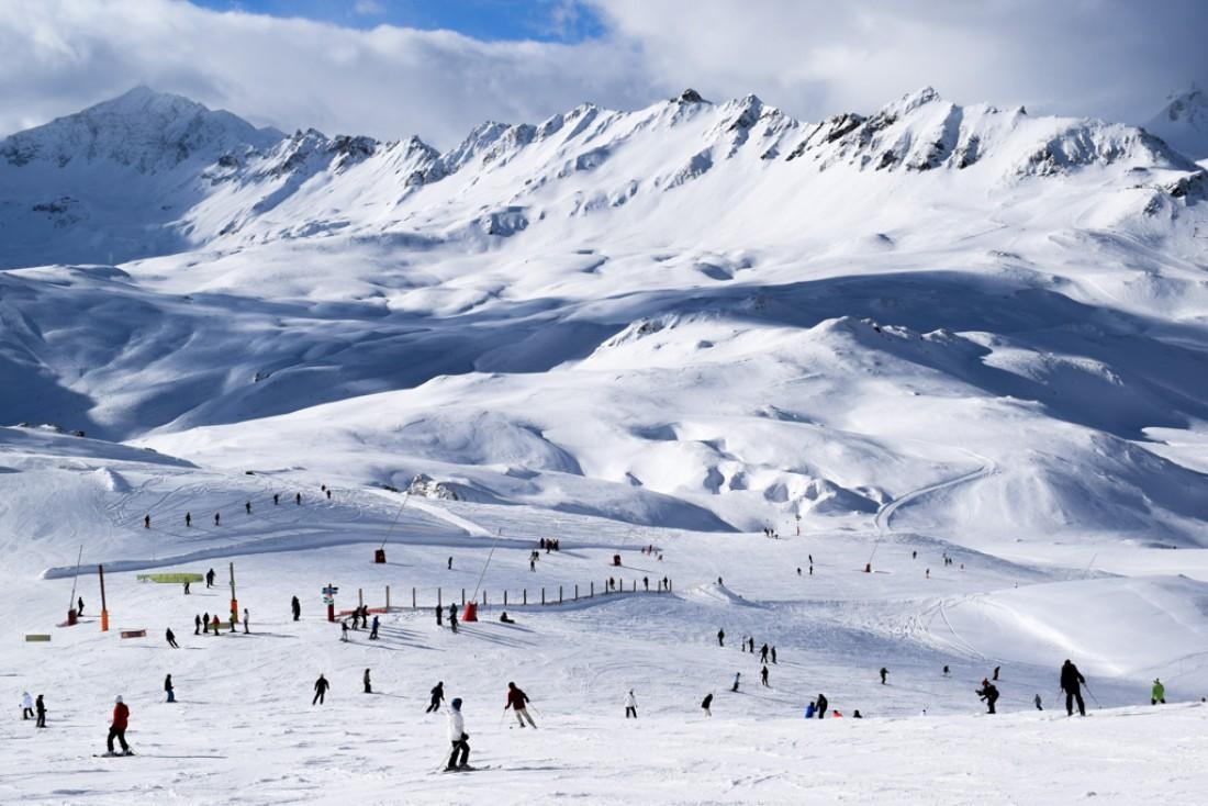 Sur les hauteurs de Bellevarde : panorama splendide et domaine skiable exceptionnel © YONDER.fr