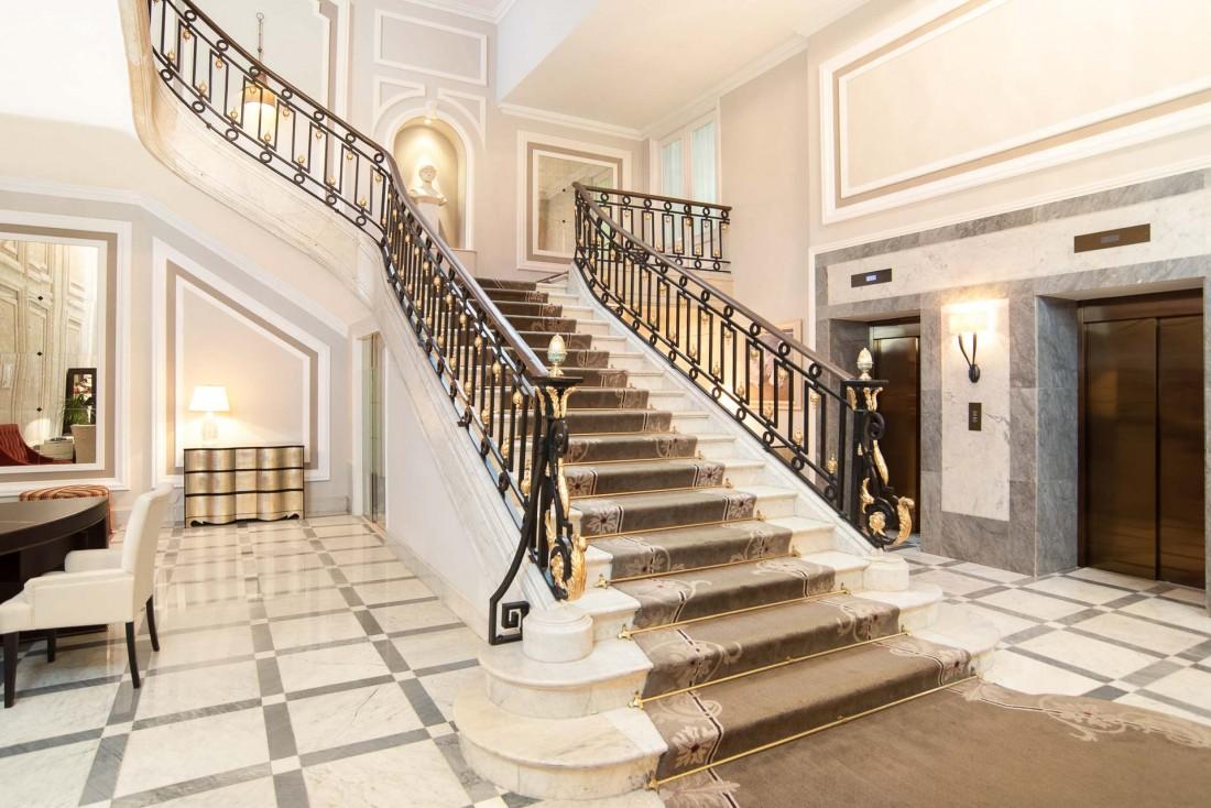 Un escalier majestueux permet d'accéder aux étages © Hotel Maria Cristina