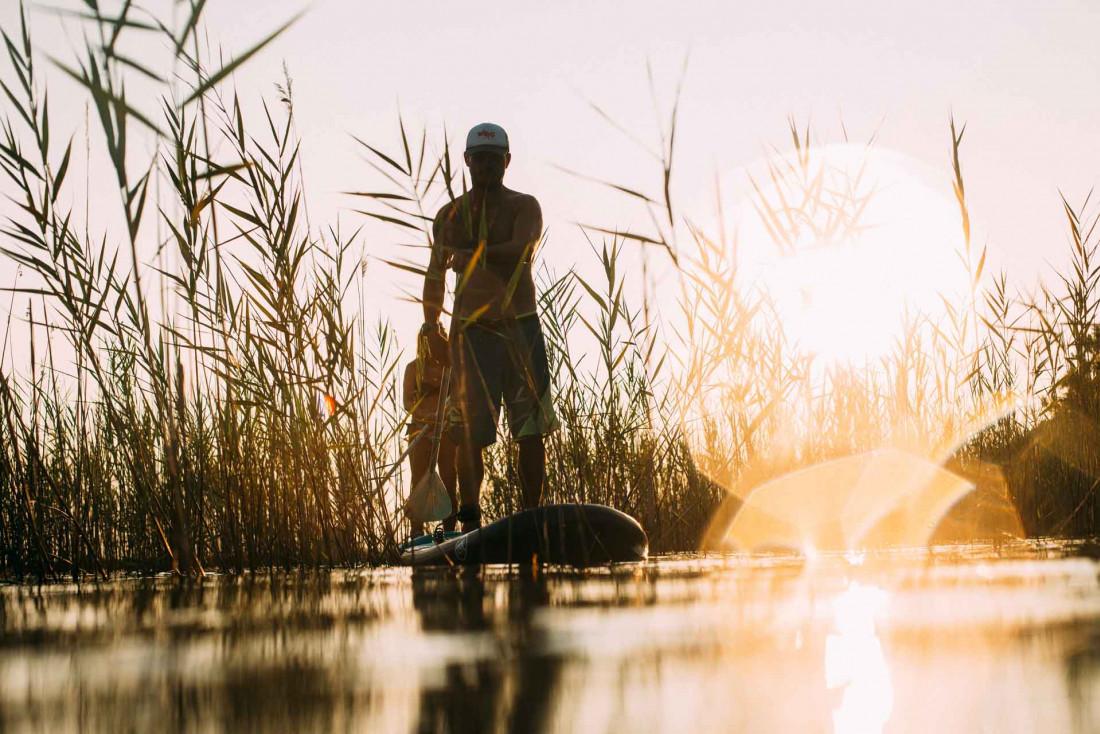On profite des dernières chaleurs de l'été pour faire du paddle sur les lacs du littoral landais © Sébastien Chebassier