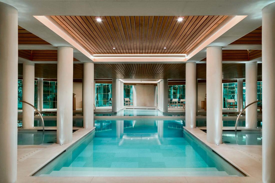 Aman Le Mélézin   L'une des plus belles piscines des Alpes © Aman