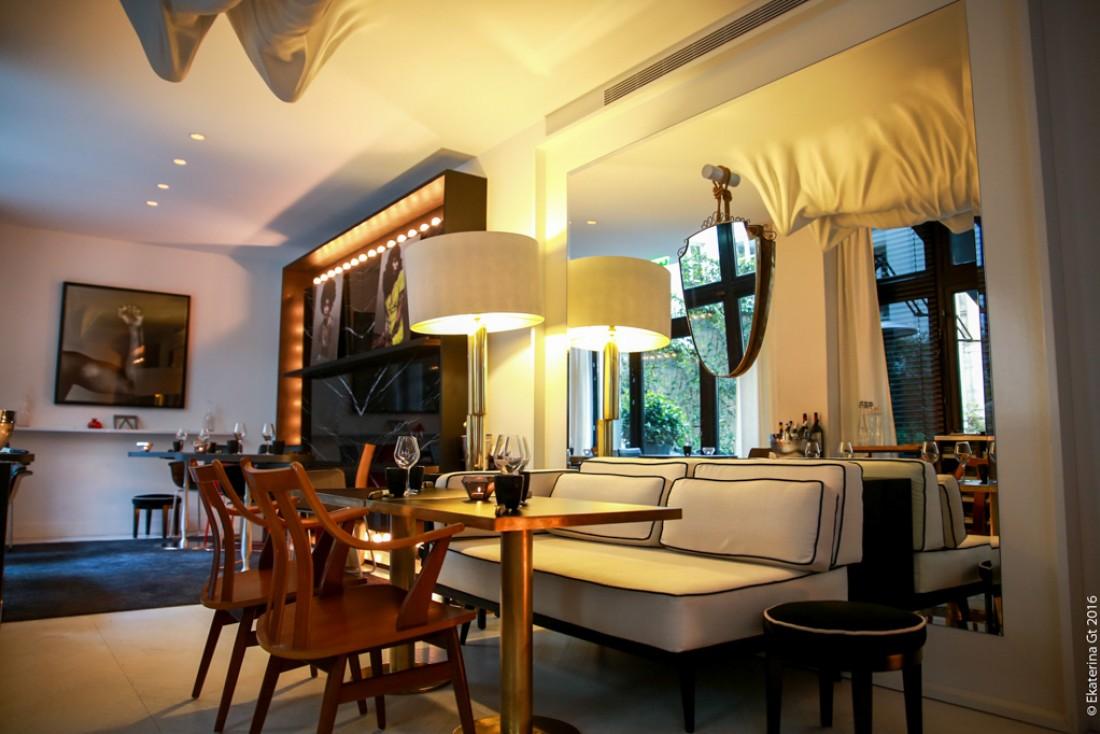 Décor contemporain dans la salle à manger principale du nouveau restaurant d'Akrame © Ekaterina Gt