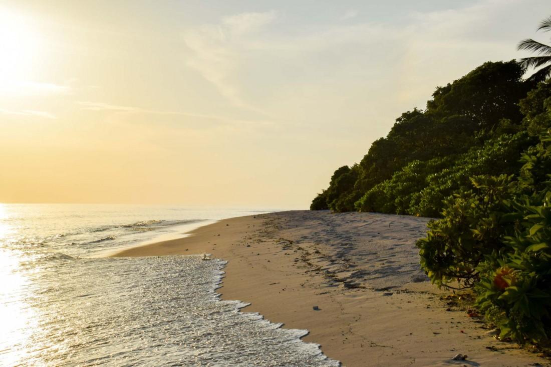 Coucher de soleil sur la plage de Soneva Fushi © YONDER.fr