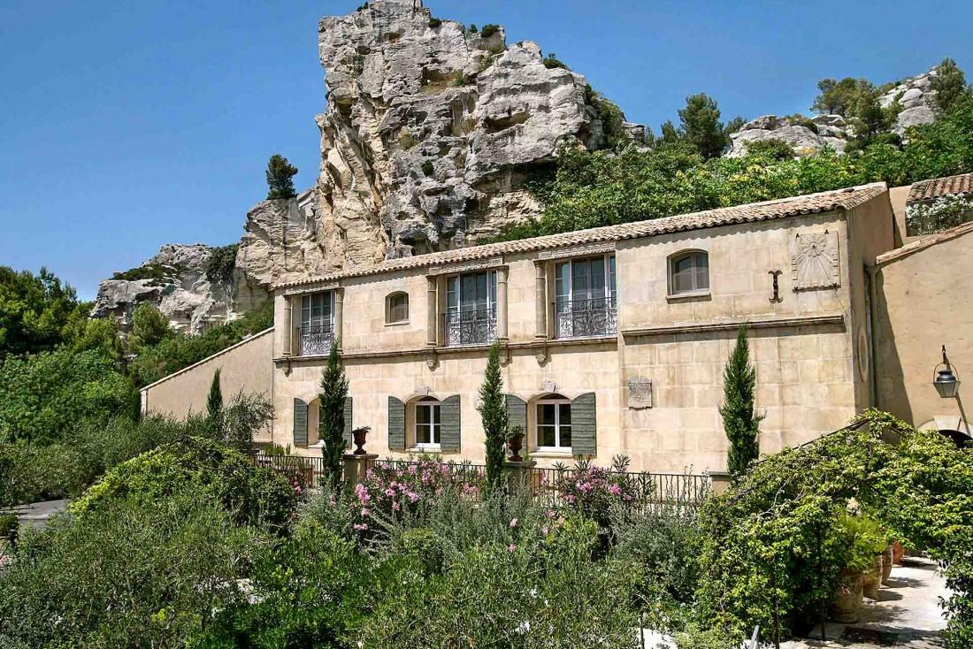 L'Oustau de Baumanière situé à quelques minutes du Domaine de Trévallon et au coeur de l'appellation Baux-de-Provence © L. Parrault