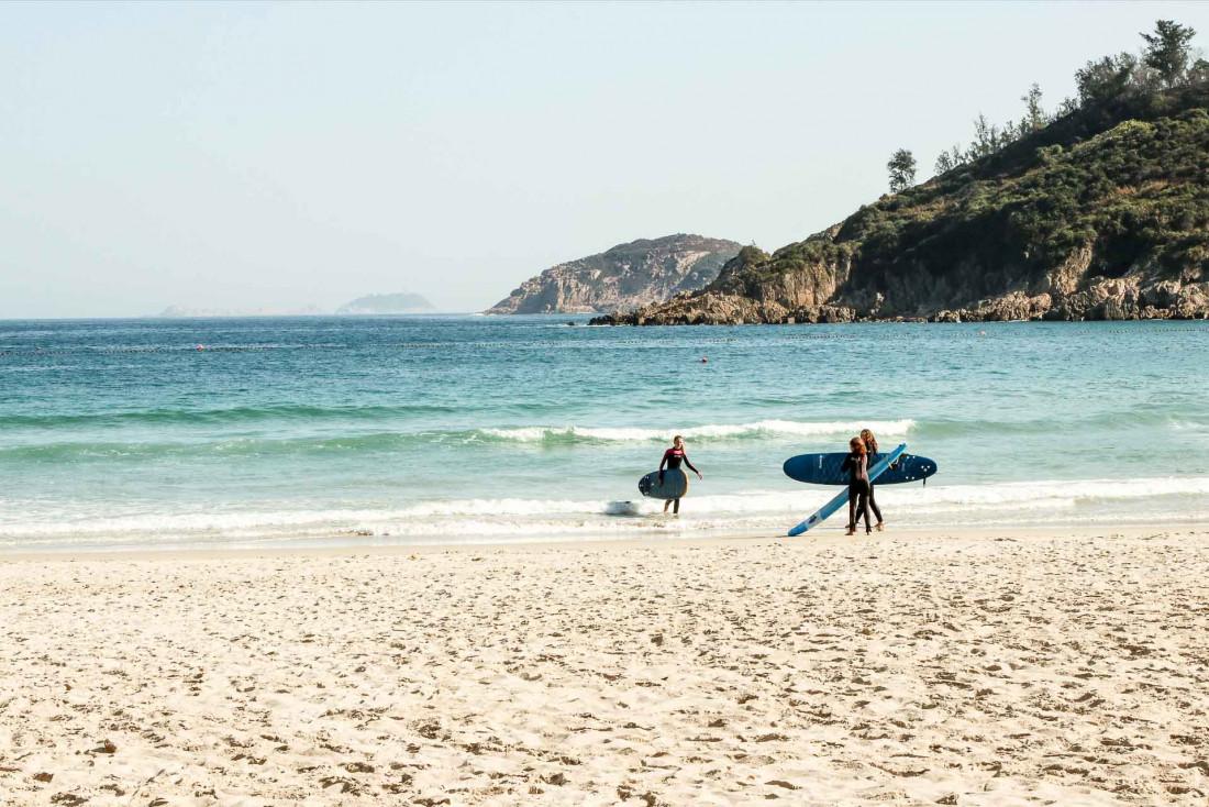 Au sud de l'île de Hong Kong, la plage de Big Wave Bay est le paradis des surfeurs locaux © Emily Liang