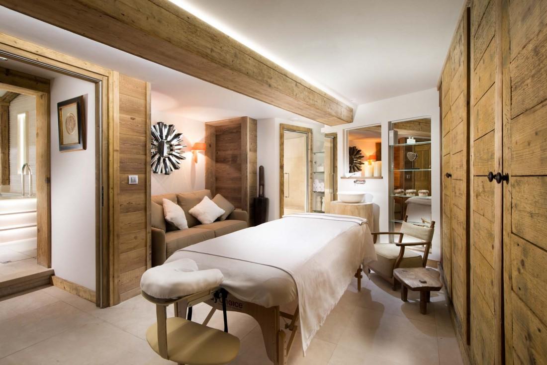Le Chalet Namaste dispose d'une salle de massage, attenante à la piscine © Consensio