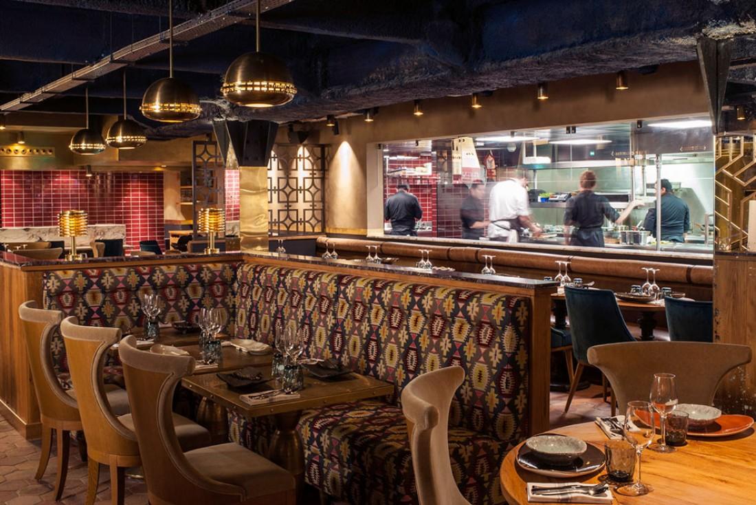 La cuisine de MANKO s'ouvre sur la salle du restaurant © D.Delmas