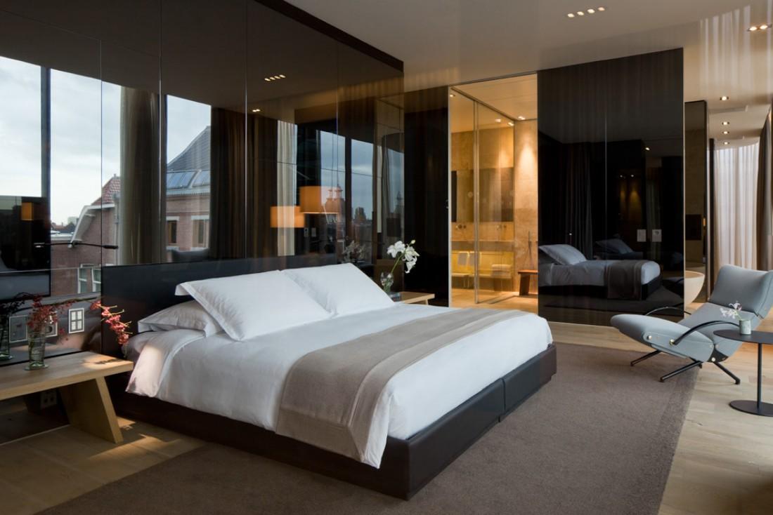 La fastueuse chambre à coucher du Penthouse, la plus grande suite de l'hôtel @ Conservatorium Hotel