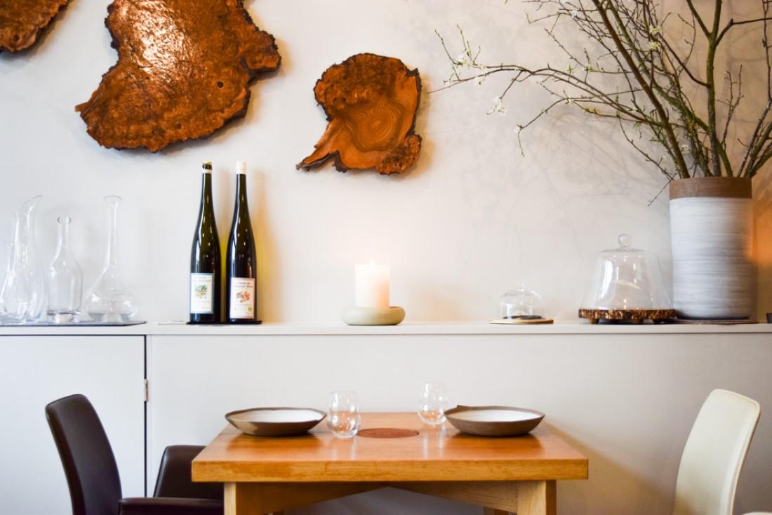 À l'intérieur de son restaurant parisien de la rue Surcouf © Yonder.fr