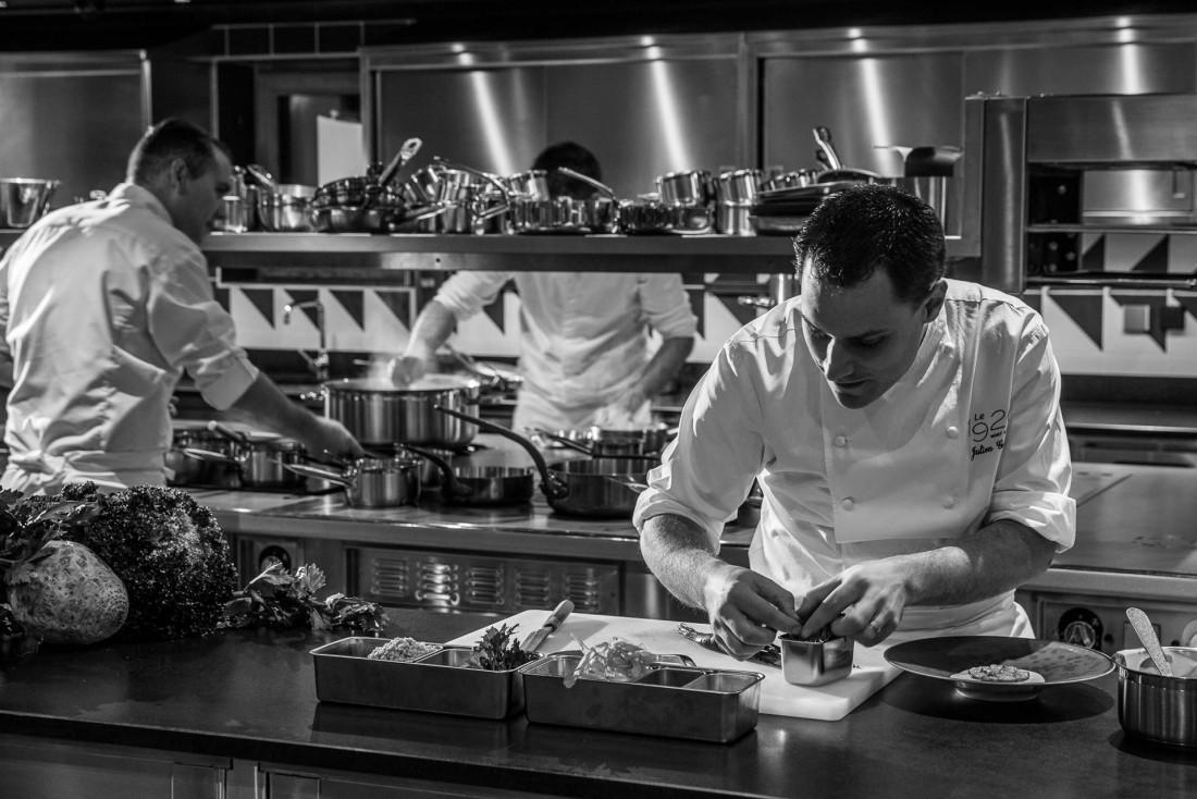 Le chef Julien Gatillon a non seulement les rênes du restaurant gastronomique Le 1920 mais également celles de toutes les tables du Domaine © Four Seasons