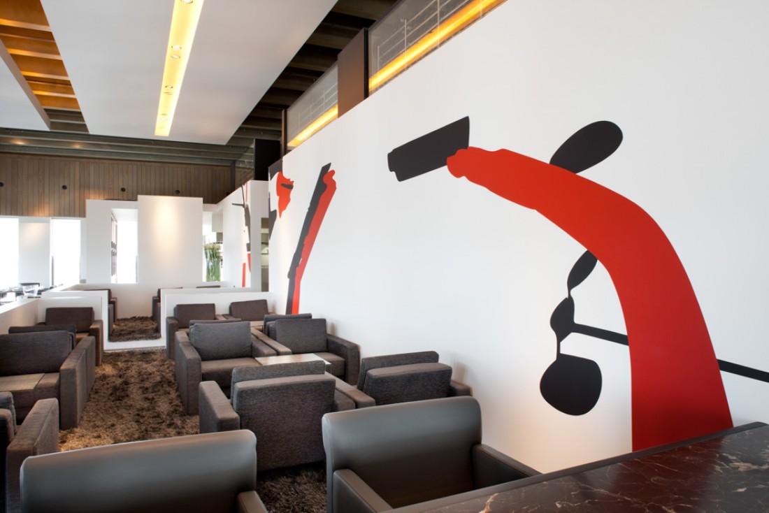 Décor contemporain et coin lounge dans le restaurant © Yonder.fr