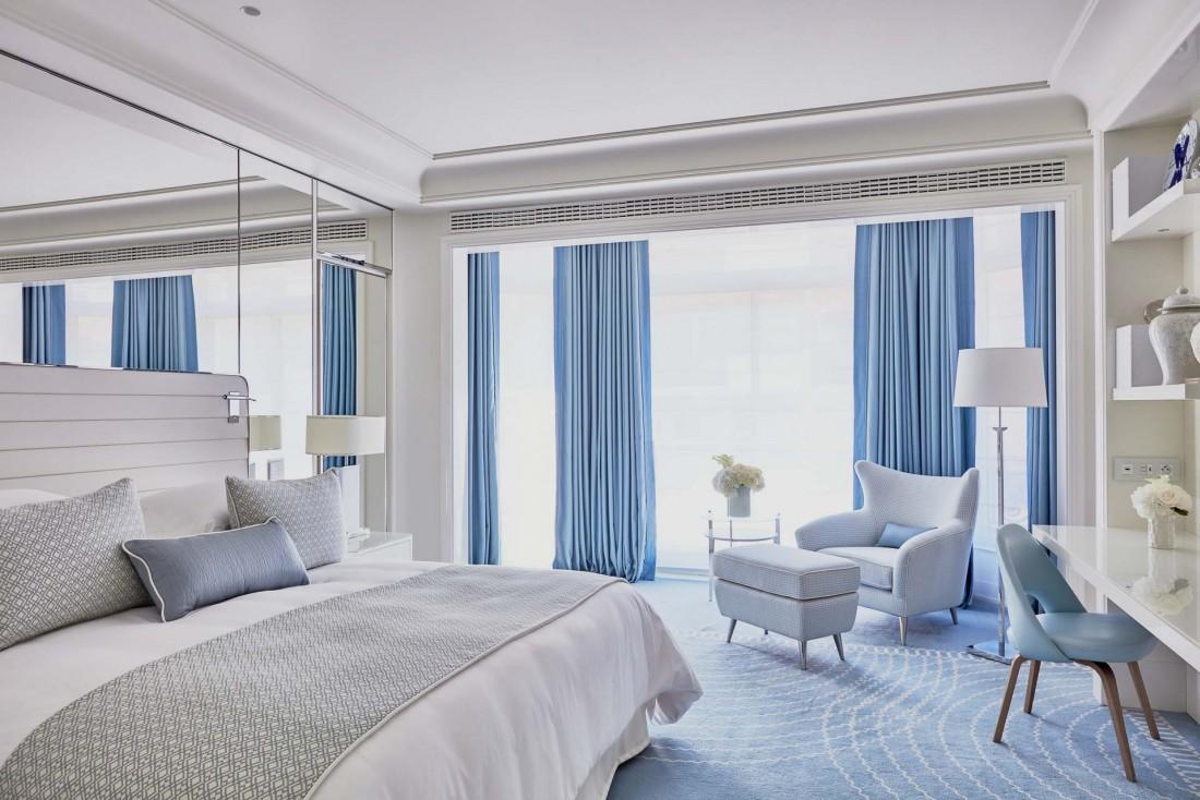 Le décor bleu pastel des nouvelles chambres du Martinez à Cannes © JF Romero