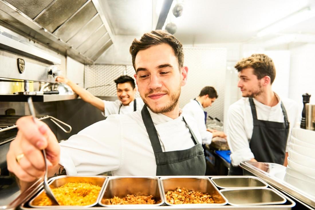 Dans la cuisine de Kitchen Ter(re) © Louis Laurent Grandadam