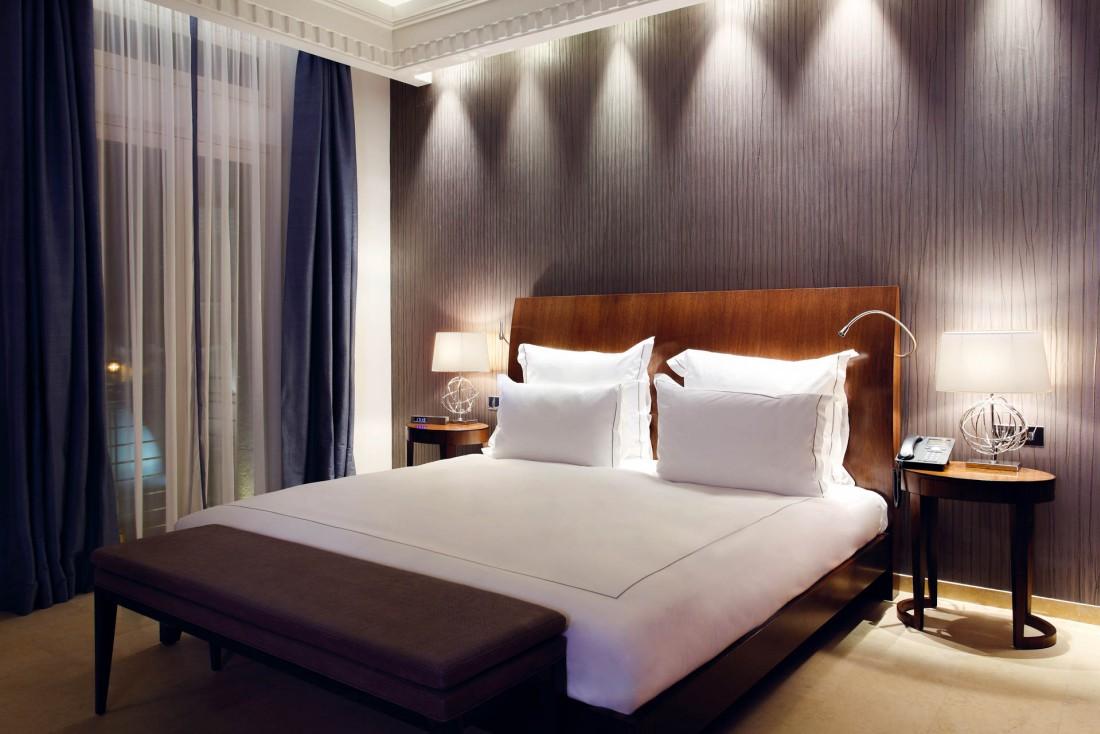 Décor contemporain épuré dans les chambres et suites © Le Gray Beirut