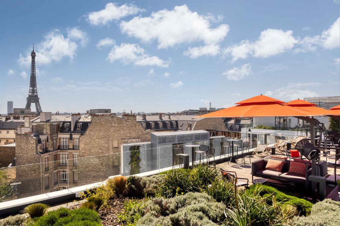 Le nouveau rooftop de l'hôtel Canopy by Hilton Paris Trocadéro et sa vue imprenable sur la Tour Eiffel © DR