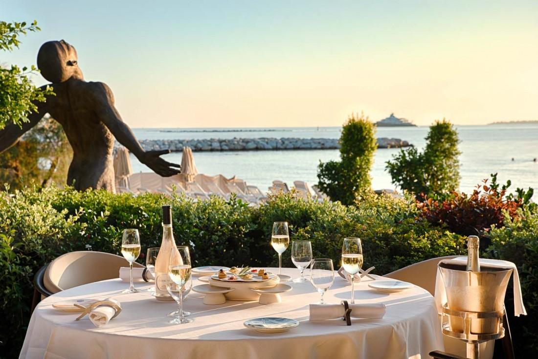 Cap d'Antibes Beach Hotel : coucher de soleil sur le restaurant Les Pêcheurs © DR  © DR