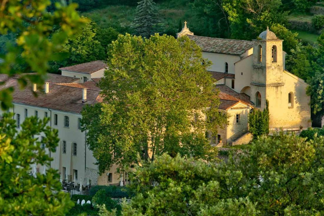 Le Couvent des Minimes, perdu en pleine nature dans le Luberon en Provence © DR
