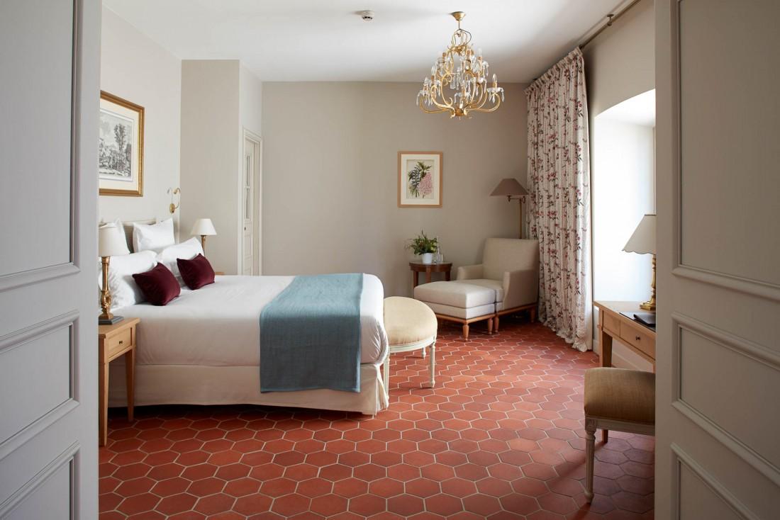À l'intérieur, 50 chambres et suites, façonnées à partir de matériaux nobles : boiseries, étoffes rares, marbre... © DR