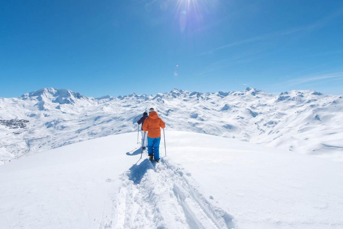 Les plus hauts sommets de la station sont accessibles par des pistes bleues © David André