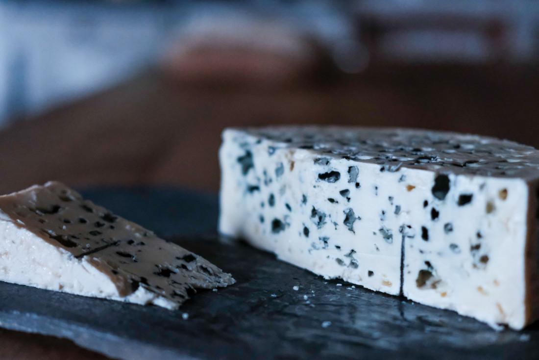 Le Roquefort AOP, roi des fromages de l'Aveyron © Colas Gorce
