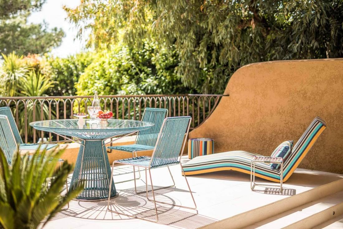 La terrasse de la Suite Missoni, dessinée par Rosita Missoni en personne © Byblos Saint-Tropez
