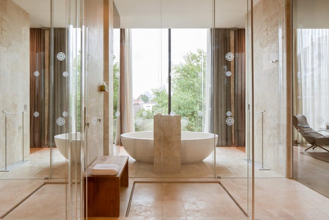 Salle de bain somptueuse dans le Penthouse @ Conservatorium Hotel