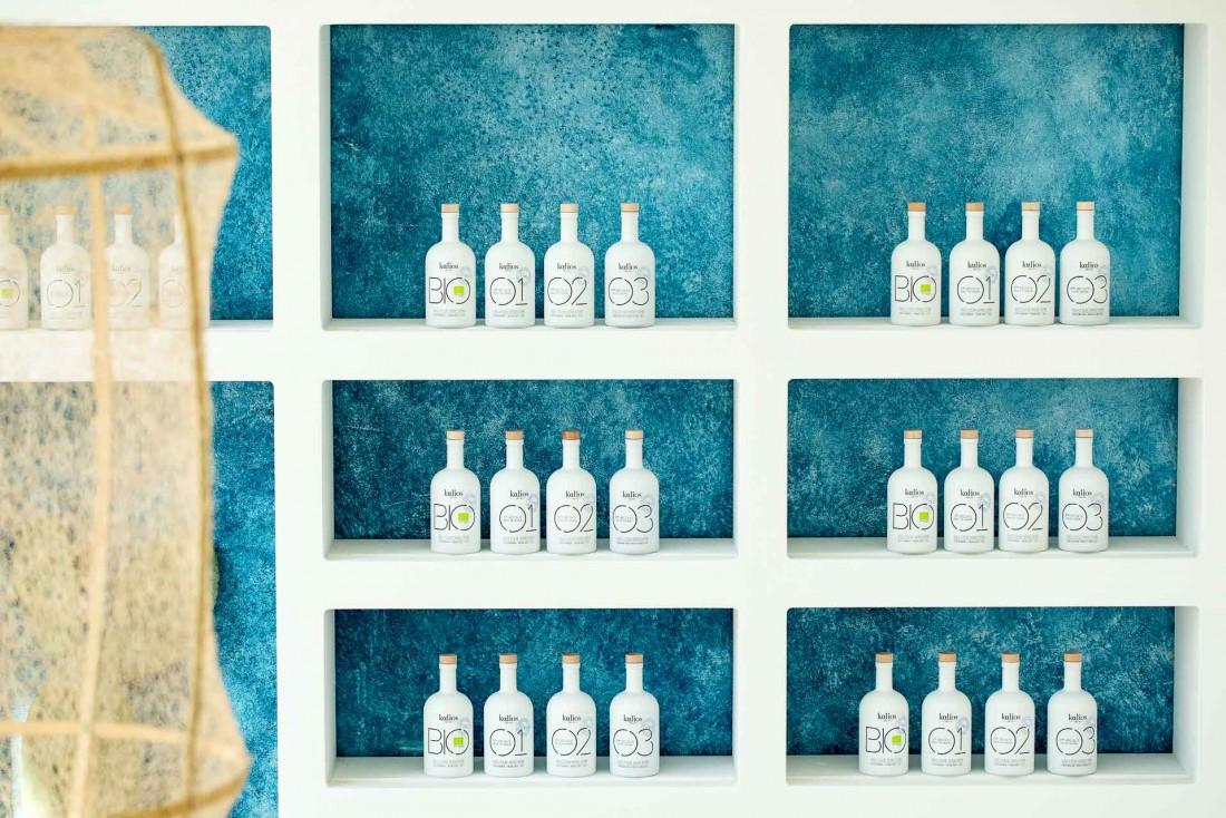 L'huile d'olive Kalios est disponible à la vente dans le coin épicerie © Benedetta Chiala