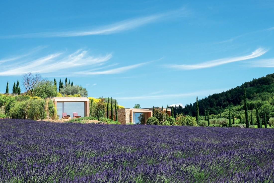 Le Domaine des Andéols, un hameau contemporain membre des Design Hotels au cœur du Luberon.