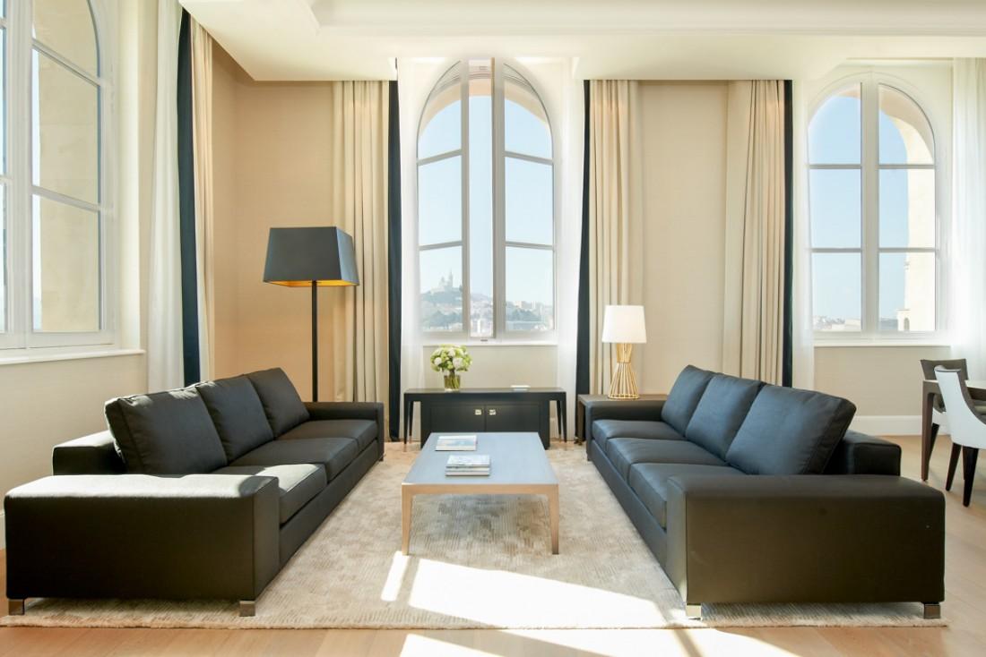 L'établissement 5-étoiles dispose également de suites de prestige. Au programme, des volumes immenses (5m de hauteur sous plafond) © IHG