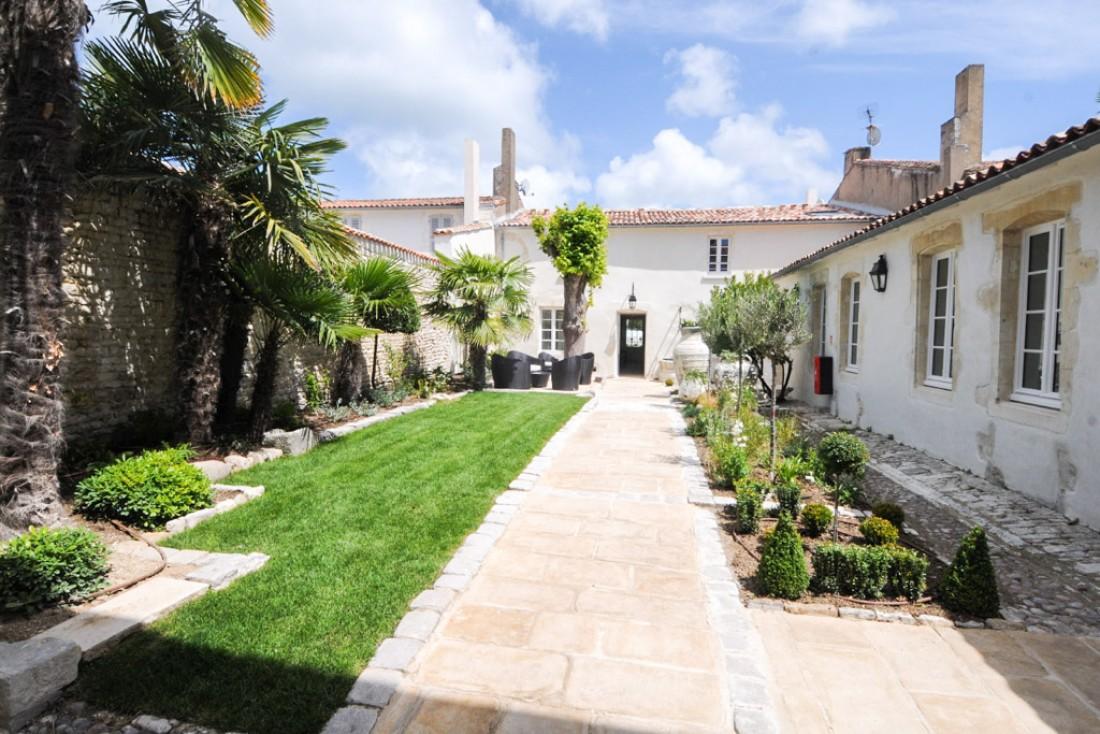 La patio de la villa, ancien cloître © Villa Clarisse