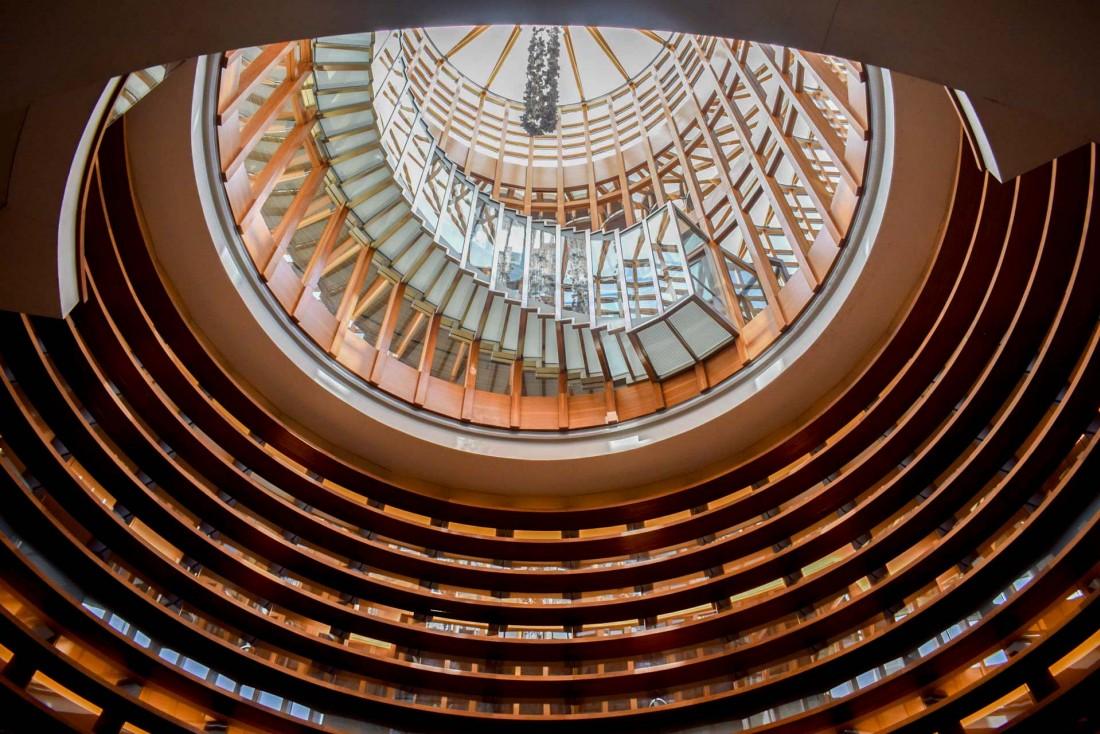 Le spectaculaire atrium central du Gray © YONDER.fr