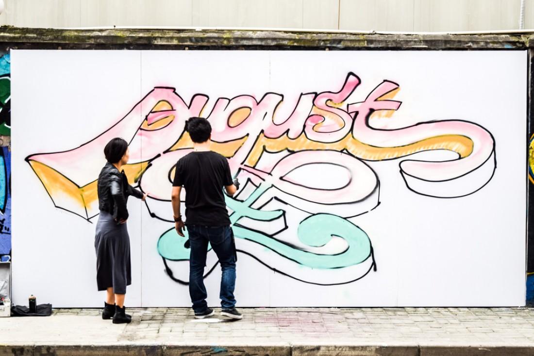 Près du M50, un mur accueille des créations de street art sur plusieurs centaines de mètres de longueur © Yonder.fr