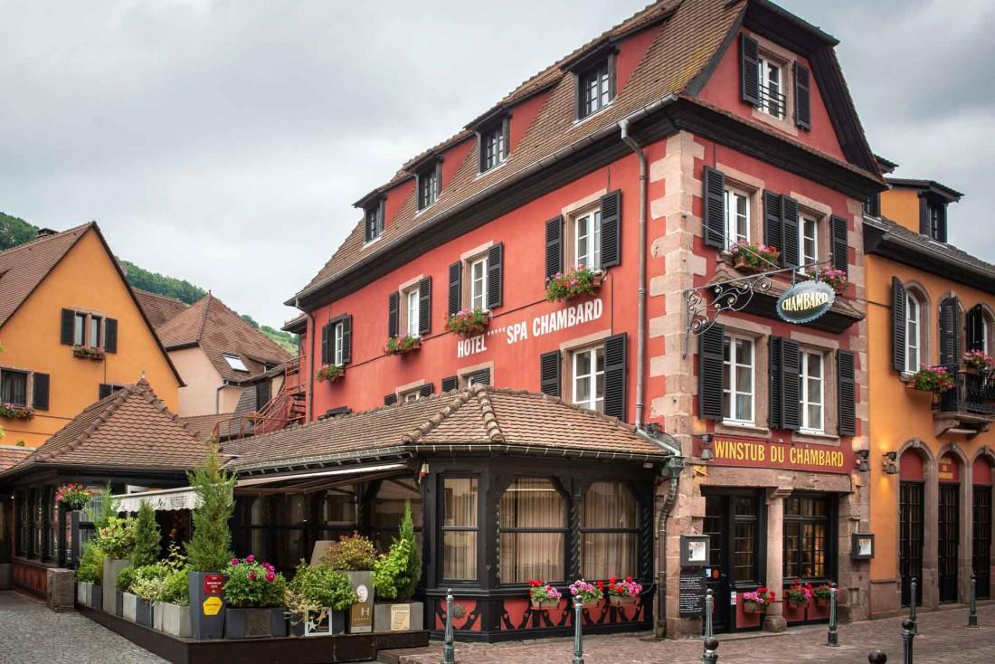 La façade à l'architecture typiquement régionale du Chambard © Kris Jacobs
