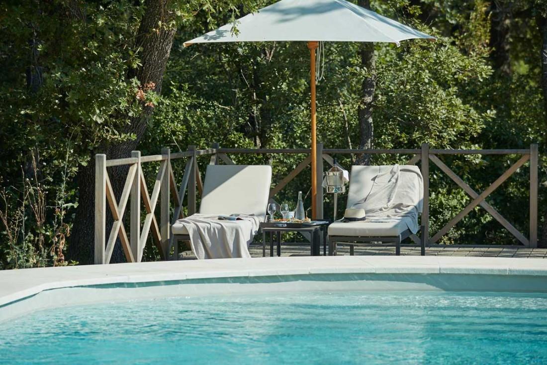 La piscine du Château de Fonscolombe, au cœur des vignes de Provence © DR