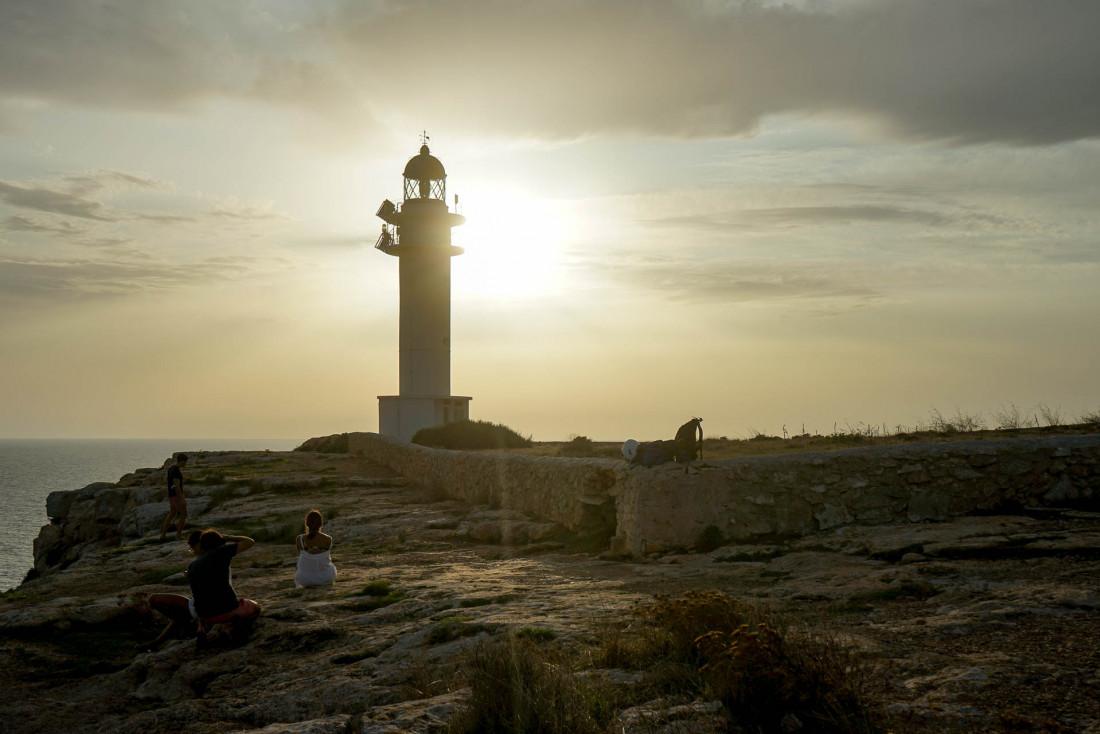 Formentera   Coucher de soleil sur Cap de Barbaria et son phare emblématique © MB   YONDER.fr