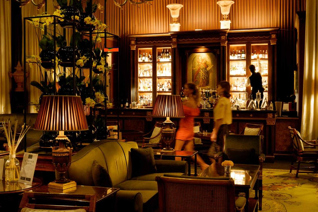 Four Seasons Hotel Firenze | Atmosphère feutrée au bar de l'hôtel en soirée © DB|YONDER.fr