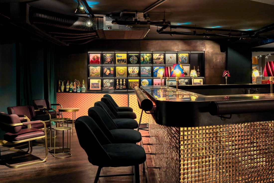 25hours Hotel Terminus Nord : atmosphère tamisée au SAPE Bar © Steve Herud
