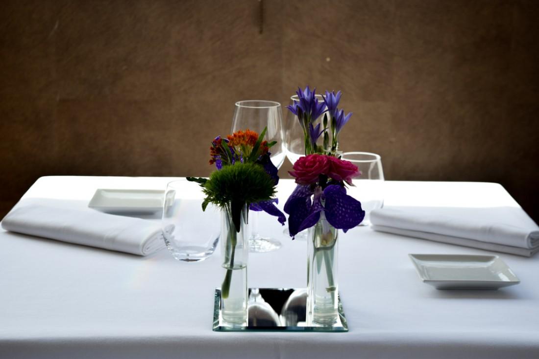 Décoration florale au Restaurant SeaSens (Five Seas Hotel) © Yonder.fr