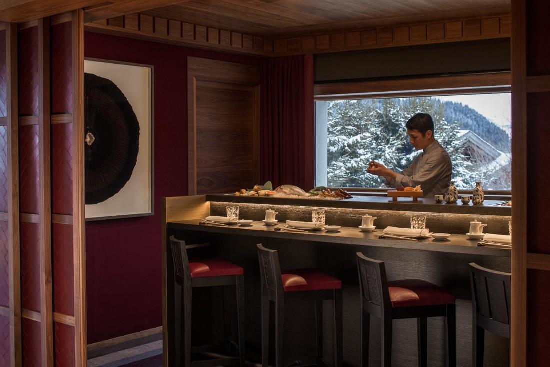 Le comptoir à sushis du restaurant panasiatique Kaito © Four Seasons