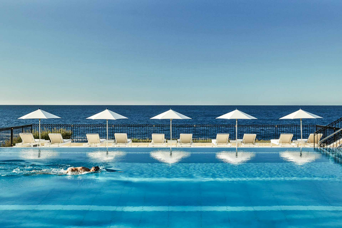 La piscine du Club Dauphin au Grand-Hôtel du Cap Ferrat, l'une des plus belles de toute la Méditerranée © Four Seasons Hotels & Resorts