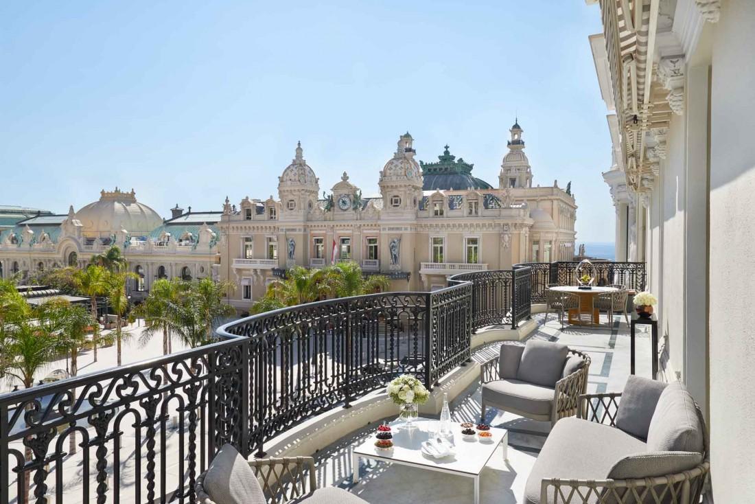 À Monaco, l'Hôtel de Paris Monte-Carlo déploie ses vues sur le Casino © Monte-Carlo Société des Bains de Mer