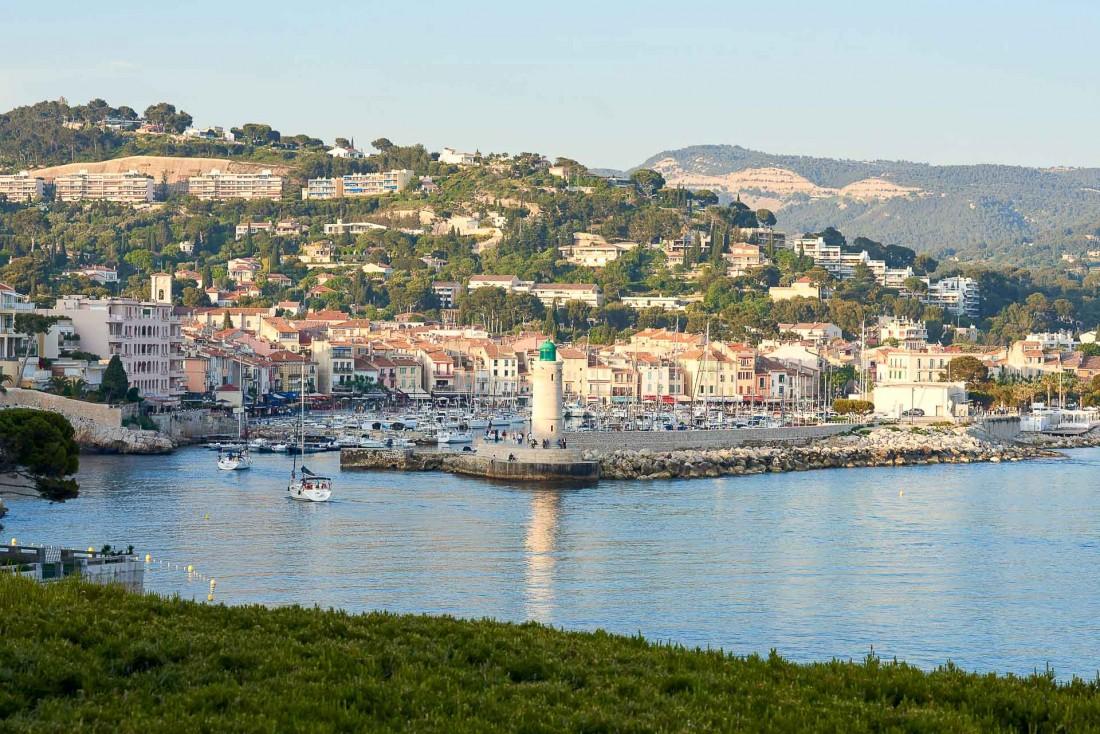 Cassis et son charmant port, à quelques minutes de marche des Roches Blanches © D. Delmas