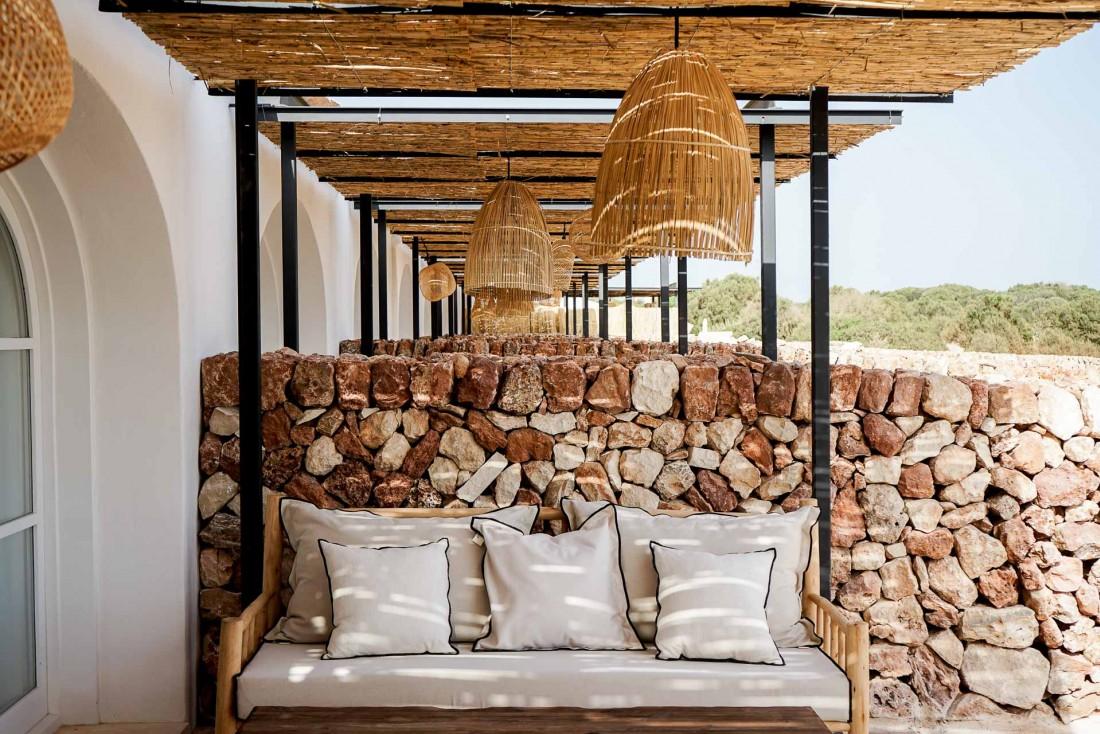 La terrasse d'une Torrevella Pool Suite (80m2 de superficie extérieure) © YONDER.fr