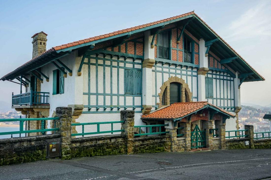 Maison à l'architecture basque sur le Mont Igueldo © YONDER.fr