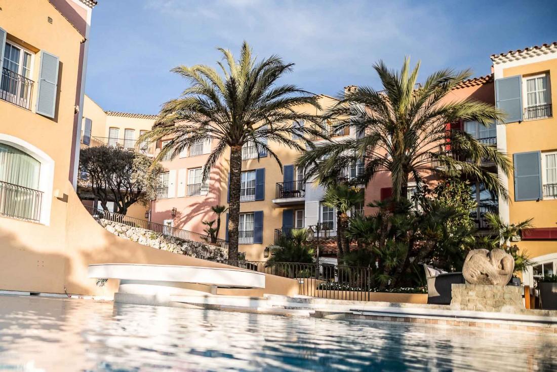 La piscine, au cœur de la vie du Byblos, l'hôtel mythique de Saint-Tropez © Byblos Saint-Tropez